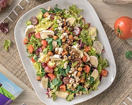 Salada com granola salgada