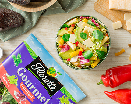 Salada de massa integral com ervas aromáticas